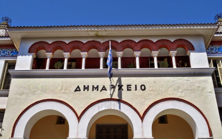 Γαλανόλευκο για τον Στέφανο το Δημαρχείο Ιωαννίνων