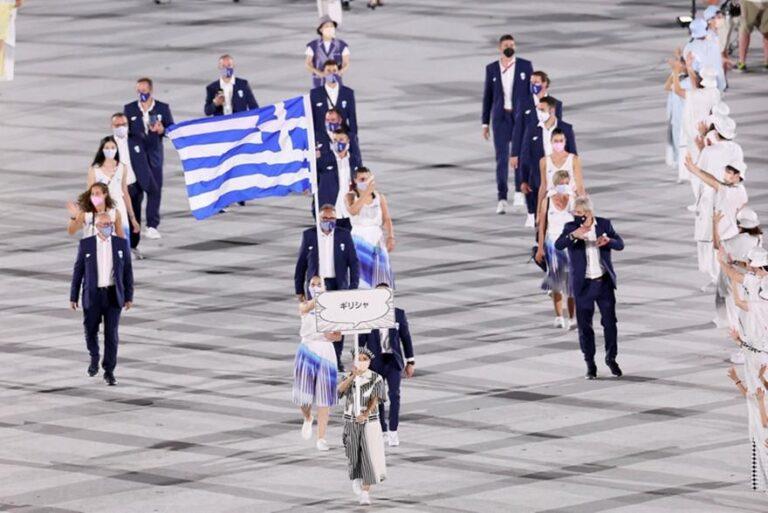 Τελετή Έναρξης: Η είσοδος της Ελλάδας με Πετρούνια και Κορακάκη (vid)